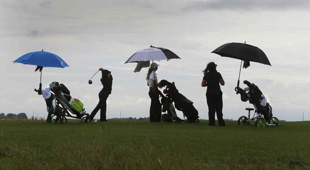 junior golf in the rain, www.thejuniorgolfer.com